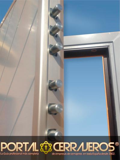 Diferencias que debemos saber entre la puerta blindada y la puerta acorazada